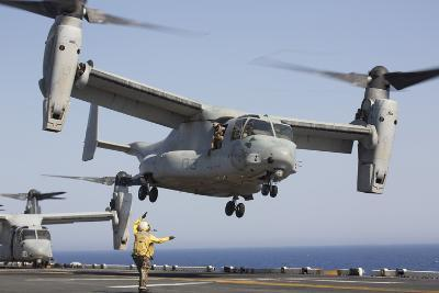 An MV-22 Osprey Takes Off from the Amphibious Assault Ship USS Kearsarge--Photographic Print