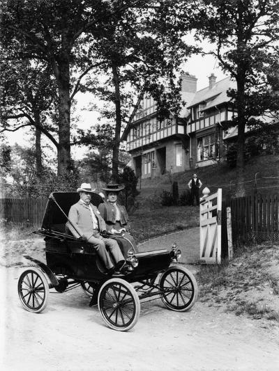 An Oldsmobile Curved Dash, 1902--Photographic Print