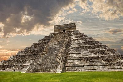 https://imgc.artprintimages.com/img/print/ancient-mayan-pyramid-kukulcan-temple-at-chichen-itza-yucatan-mexico_u-l-q10417x0.jpg?p=0