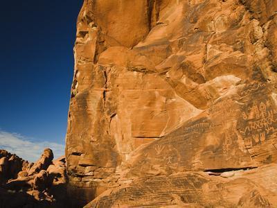 https://imgc.artprintimages.com/img/print/ancient-native-american-petroglyphs-on-sandstone-cliffs_u-l-phu9ev0.jpg?p=0