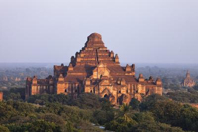 https://imgc.artprintimages.com/img/print/ancient-temples-of-bagan-myanmar_u-l-q11w3xh0.jpg?p=0