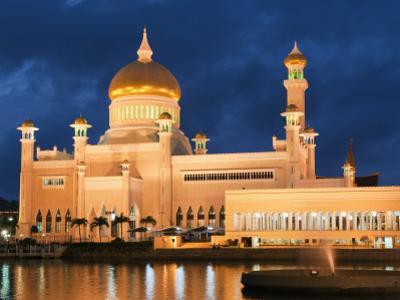 Omar Ali Saifuddien Mosque at Dusk