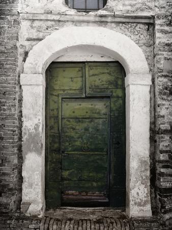 Green door in Penne by Andrea Costantini