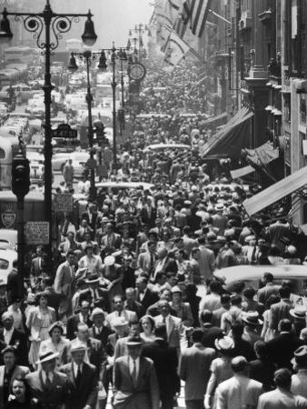 Crowds on Midtown Stretch of Fifth Avenue at Lunch Hour
