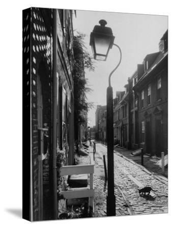 Old Fashioned Street Light in Elfreth's Alley