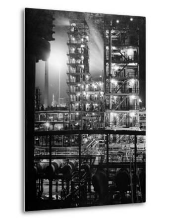 Stand Oil of Baton Rouge Refinery Helps Make Rubber, High-Octane Gasoline and Explosives
