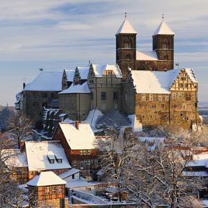 Germany, Saxony-Anhalt, Quedlinburg, Winter by Andreas Vitting