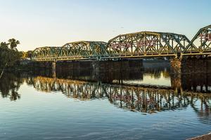 Calhoun Street Bridge by andykazie