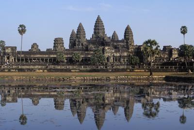 https://imgc.artprintimages.com/img/print/angkor-wat-cambodia_u-l-q10dfg10.jpg?p=0