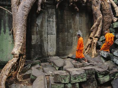 Angkor Wat Temple with Monks, Siem Reap, Cambodia-Steve Raymer-Photographic Print
