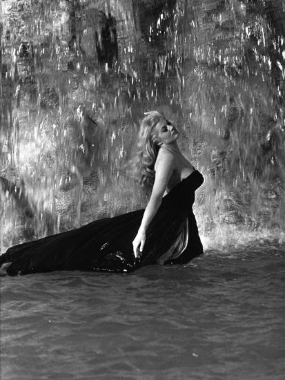 Original La Dolce Vita (1960) movie poster in C8 condition