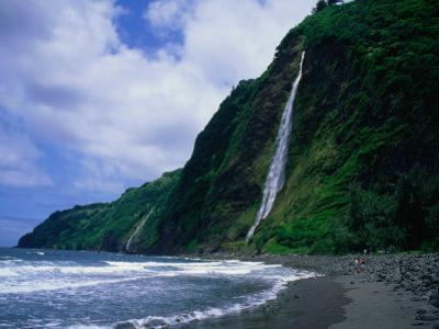 Kaluahine Waterfall in the Waipio Valley on the Hamakua Coast, Hawaii (Big Island), Hawaii, USA