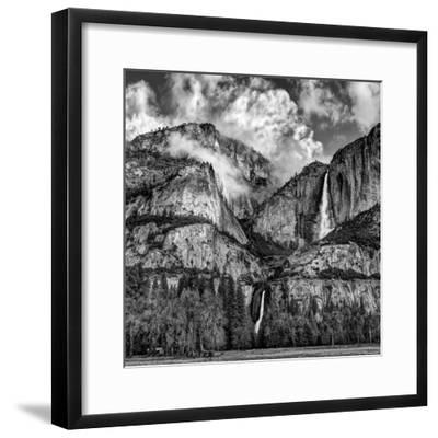 USA, California, Yosemite National Park, Upper and Lower Yosemite Falls at Sunrise