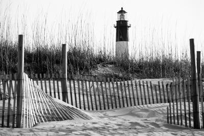 USA, Georgia, Tybee Island, Fences and Lighthouse
