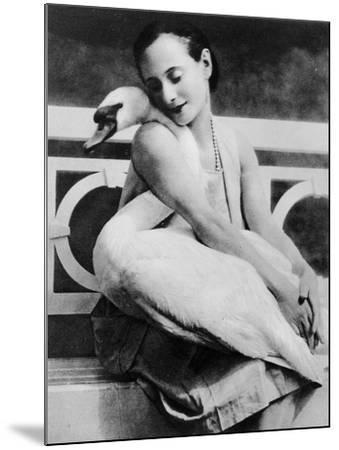 Anna Pavlova with Her Pet Swan Jack, C.1905--Mounted Giclee Print