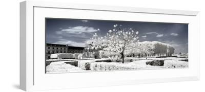 Another Look - Paris-Philippe Hugonnard-Framed Photographic Print