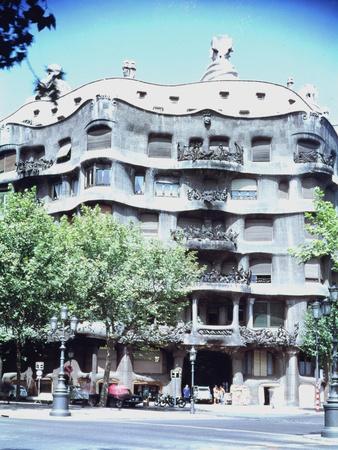 La Pedrera or Casa Mila, 1905-10