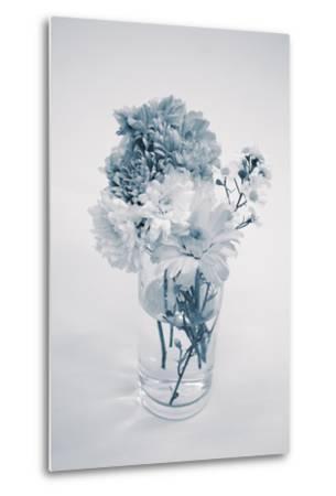 Bouquet in Monotone Color