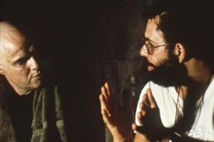 APOCALYPSE NOW, 1979 directed by FRANCIS FORD COPPOLA On the set, Francis Ford Coppola directs Marl