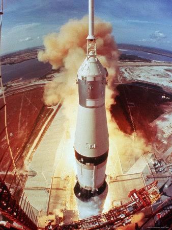 https://imgc.artprintimages.com/img/print/apollo-11-space-ship-lifting-off-on-historic-flight-to-moon_u-l-p47tsu0.jpg?artPerspective=n