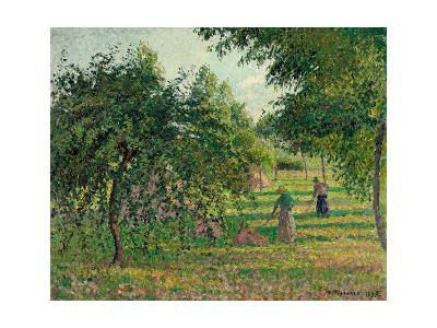 Apple Trees and Hay Makers at Eragny; Pommiers Et Faneuses, Eragny, 1895-Camille Pissarro-Giclee Print