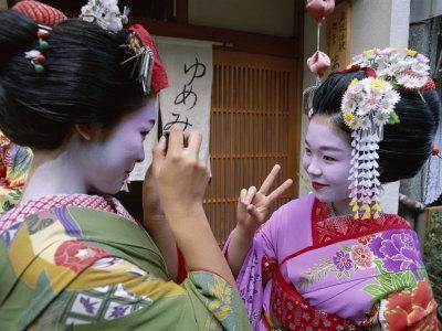 https://imgc.artprintimages.com/img/print/apprentice-geisha-maiko-women-dressed-in-traditional-costume-kimono-kyoto-honshu-japan_u-l-q10rxuq0.jpg?p=0
