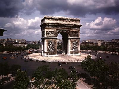 Arc de Triomphe in Paris-William Vandivert-Photographic Print