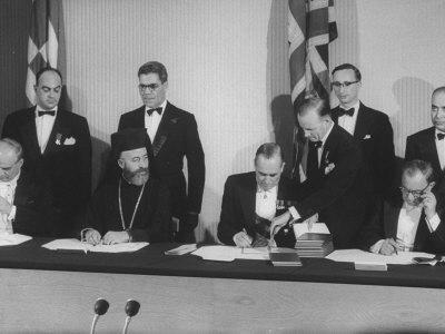 https://imgc.artprintimages.com/img/print/archbishop-makarios-cypriot-leader-at-cyprus-independence-ceremony-w-others_u-l-p740uy0.jpg?p=0