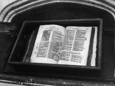 https://imgc.artprintimages.com/img/print/archbishop-thomas-cranmer-s-bible-in-the-north-choir-aisle-canterbury-cathedral-kent-england_u-l-q1087nu0.jpg?p=0