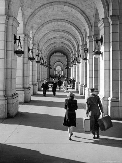 Arched Walkway at Front of Union Station-Alfred Eisenstaedt-Photographic Print