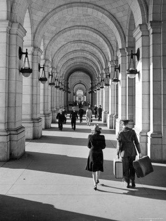 https://imgc.artprintimages.com/img/print/arched-walkway-at-front-of-union-station_u-l-p3n6ag0.jpg?p=0