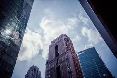 https://imgc.artprintimages.com/img/print/architecture-and-skyscrapers-reflection-blue-sky-streetview-manhattan-new-york-usa_u-l-q1ew8f80.jpg?p=0