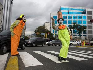 APTOPIX Venezuela Traffic Mimes by Ariana Cubillos