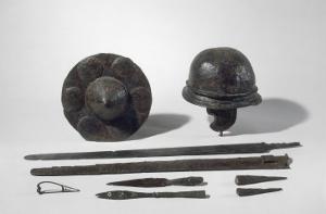 Armes gauloises : casque ; umbo de bouclier, épée, lances, talons, fibule