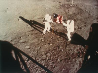 https://imgc.artprintimages.com/img/print/armstrong-and-aldrin-unfurl-the-us-flag-on-the-moon-1969_u-l-q10ljuc0.jpg?p=0