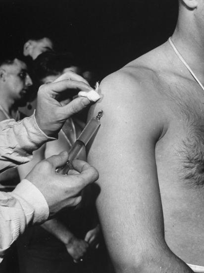 Army Medical Injections at Ft  Belvoir Photographic Print by Myron Davis    Art com