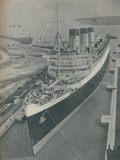 'Arrival of RMS Cunard White Star liner Queen Mary in King George V Graving Dock', 1936-Unknown-Photographic Print