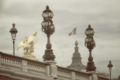https://imgc.artprintimages.com/img/print/art-nouveau-lamps-posts-on-pont-alexandre-iii-iii_u-l-q1a9h3k0.jpg?p=0