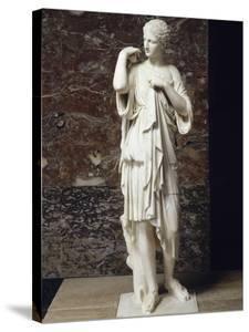 Artémis (?) dite Diane de Gabies : la déesse agrafe le manteau offert par ses fidèles