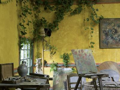 Artists' Atelier in the Gardens of the Ancien Hotel Baudy-Barbara Van Zanten-Photographic Print