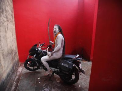 https://imgc.artprintimages.com/img/print/ash-smeared-naked-hindu-holy-man-poses-on-a-motorcycle-at-the-kumbh-mela-festival-in-india_u-l-q10oqpa0.jpg?p=0