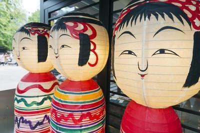 https://imgc.artprintimages.com/img/print/asia-japan-honshu-decorative-doll-lanterns_u-l-q12rzs80.jpg?p=0