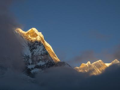 https://imgc.artprintimages.com/img/print/asia-nepal-annapurna-base-camp-annapurna-south-peak-at-sunrise-with-clouds-below_u-l-q1gxkyl0.jpg?p=0