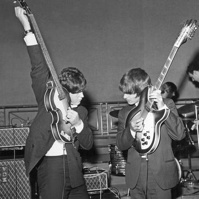 Paul Mccartney and George Harrison Tune their Guitars