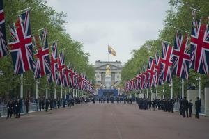 The Mall looking towards Buckingham Palace by Associated Newspapers
