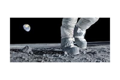Astronaut Walking on the Moon-Detlev Van Ravenswaay-Giclee Print