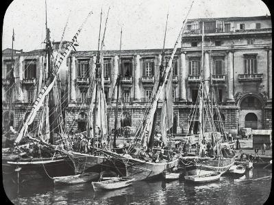 At the Quay, Messina Harbour, Sicily, Italy, Late 19th or Early 20th Century--Photographic Print