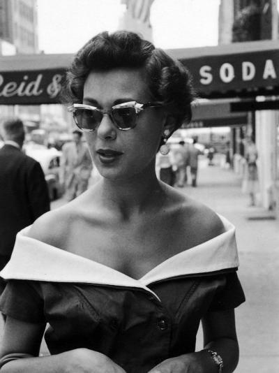 Attractive Young Woman in Manhattan-Lisa Larsen-Photographic Print