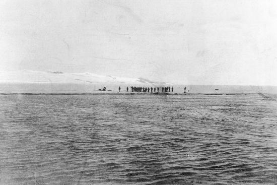 Au Revoir to the Explorers': Shackleton's Last Sight of the 'Discovery' Crew from the 'Morning'--Photographic Print