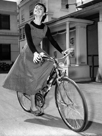 https://imgc.artprintimages.com/img/print/audrey-hepburn-on-set-of-film-sabrina-1954-dress-by-givenchy_u-l-pwgj0s0.jpg?p=0
